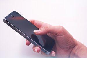 телефон в ръка