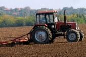 Докато някои вече сеят пшеница, други още прибират царевица