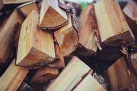 Между 22 и 60 лв. струва кубик дърва в Югозападна България