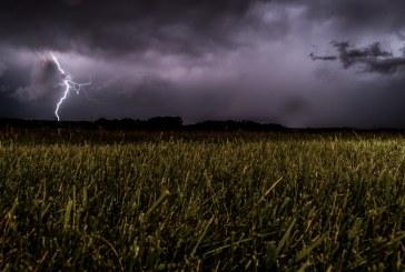 Валежи и градушки се очакват в много части на страната