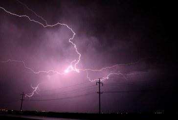 Дъжд, гръмотевици, бури и опасност от наводнения вещае прогнозата за днес