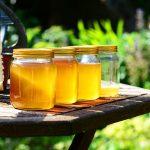 Раздават пчелини на социално слаби хора