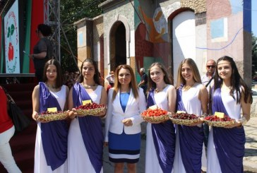 Празникът на черешата беше открит от зам.-министър Лозана Василева