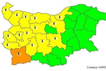 Заради високите температури жълтият код остава в сила за 15 области