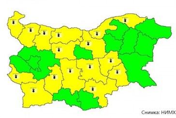 Жълт код за горещо време е обявен за 16 области в страната