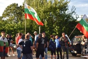 Свиневъди продължават с блокадата на главния път край село Крушаре