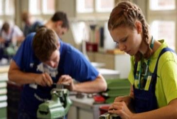 Учениците от първата дуална паралелка в Свищов се обучават вече в реална работна среда