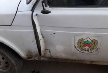 Ударен е служебният автомобил на РДГ Сливен при проверка за незаконна дървесина (СНИМКИ)