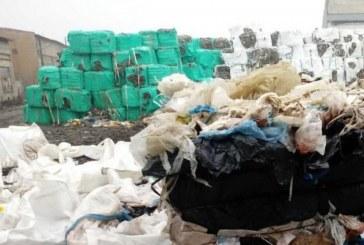 Жители на село Карлуково на протест заради отровни пестициди, складирани на открито (ВИДЕО)