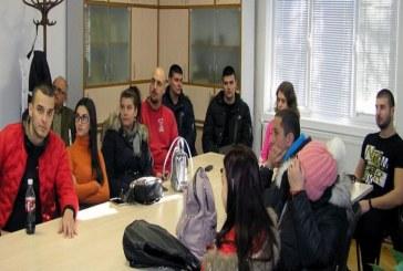 Експерти от Лесозащитна станция – Пловдив се срещнаха с млади еколози
